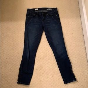 Gap supper detail toothpick jeans